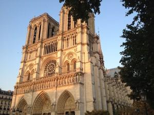 Catedral de Notre Dame ao pôr do sol