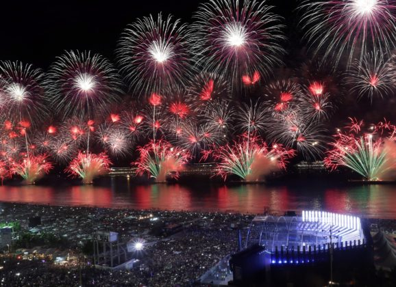 Réveillon em Copacabana de navio + 7 noites pela costa